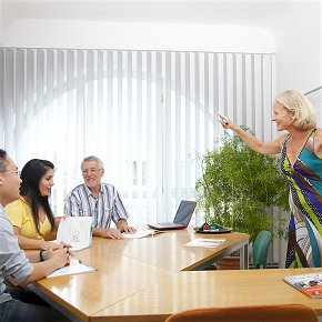 Deutsch-Unterricht in der Schule vor Ort Gruppenunterricht